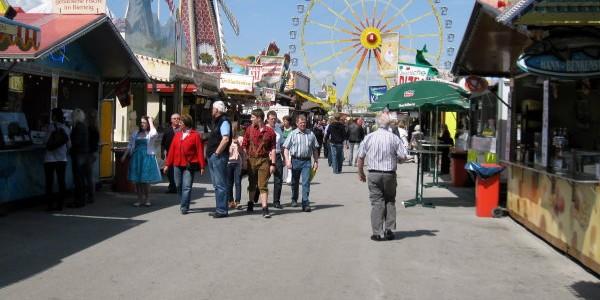 Vom 27. April bis 06. Mai 2012 findet in Passau wieder die traditionelle Maidult statt. In diesem Jahr wird es auf der Maidult einige Fahr- und Laufgeschäfte geben, die...
